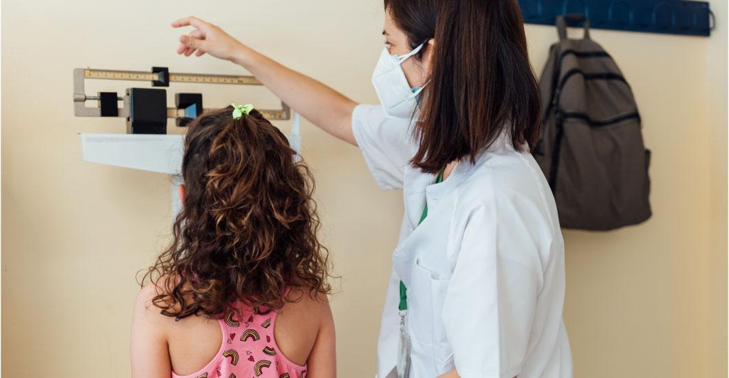 Cómo determinar cuál es el peso y la altura adecuados para un niño según su edad