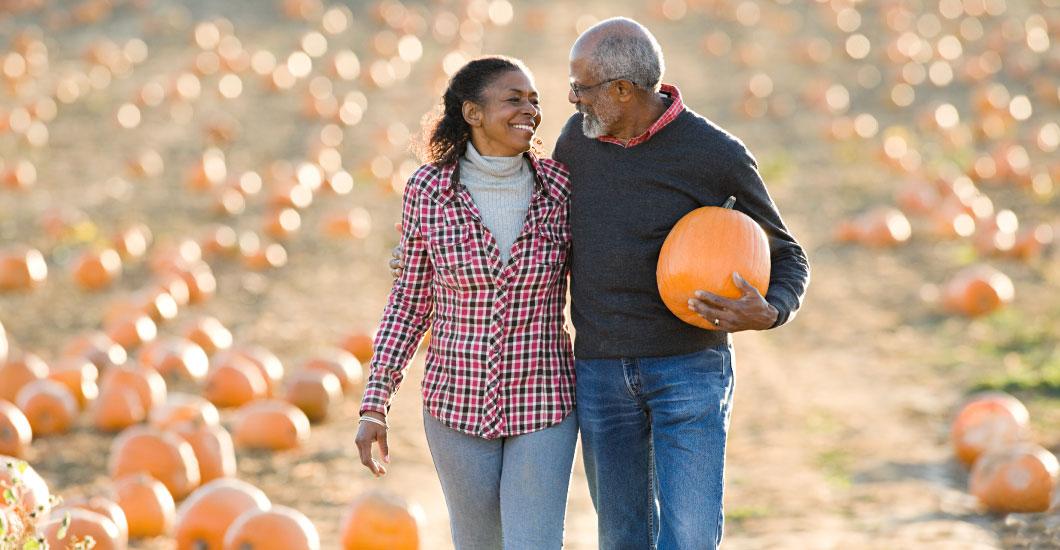 Consejos para que adultos mayores tengan un otoño seguro